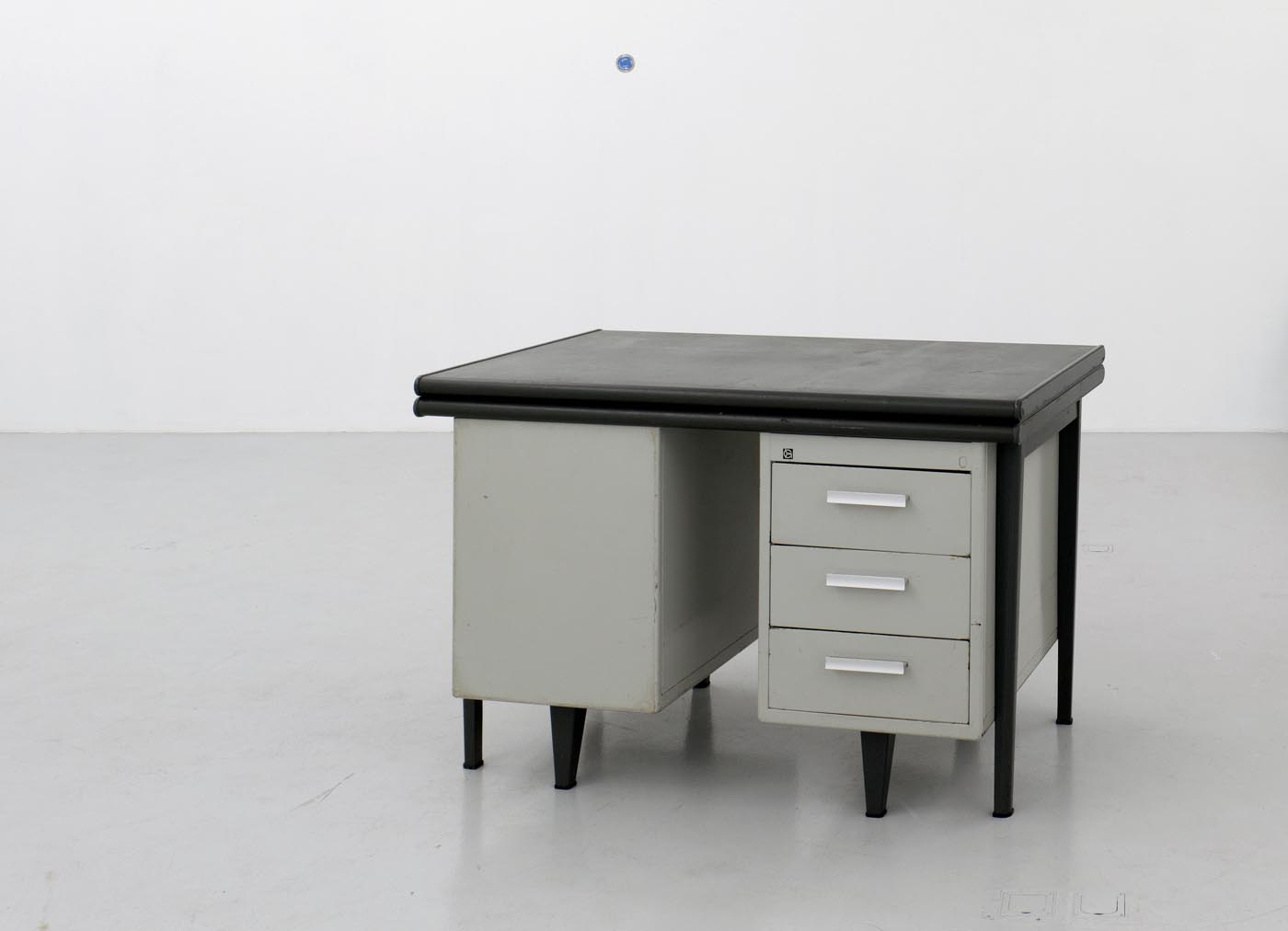 <i>Lessened space</i>, 2010, two telescoped office desks, collection Bonnefantenmuseum, Maastricht NL